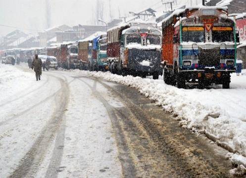Srinagar-Jammu-highway-restored-for-one-way-traffic