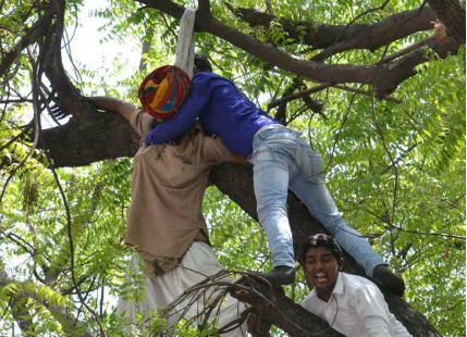 Farmer suicide during AAP rally