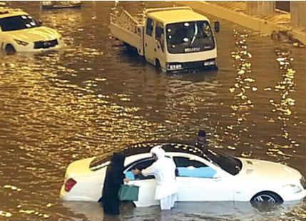 Record breaking rainfall in Qatar, Saudi Arabia; Doha flooded ...