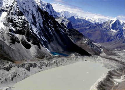 Climate Change shrinks Mount Everest glaciers by 28 percent in 40 years