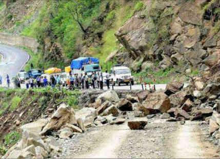 Massive landslide strikes Sikkim-Bengal border, many feared dead