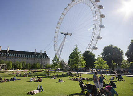 Britain observes hottest weekend of the season