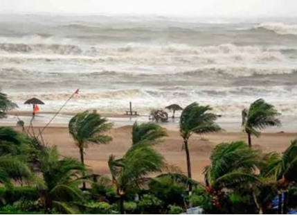 Cyclone hits Bangladesh coast