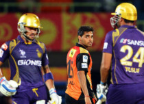 IPL 2016: In a must win encounter KKR takes on SRH in a clear Delhi weather