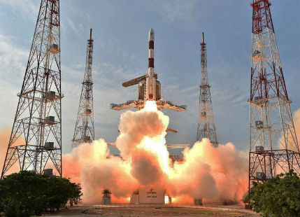 Twitter pour love as ISRO pulls off a World Record