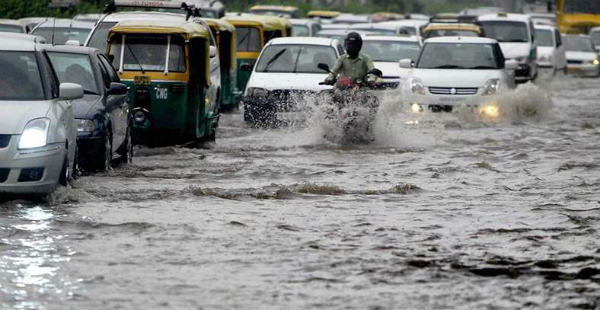 Heavy rains hit traffic in Delhi Newsx 600
