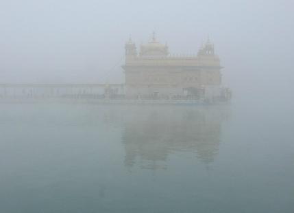 Amritsar, Varanasi, Lucknow witness very dense fog