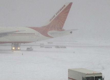 Snowfall in Jammu-Kashmir suspends traffic at Srinagar Airport