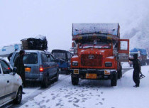 Snowfall Jammu-srinagar highway_The Indian Express 429