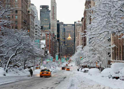 Snow blizzard shuts Air traffic, schools in Northeast US