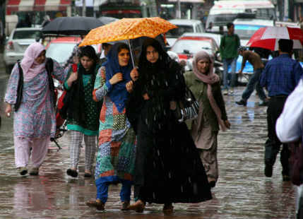 Srinagar, Kashmir witness fresh spell of rain; pleasant weather likely