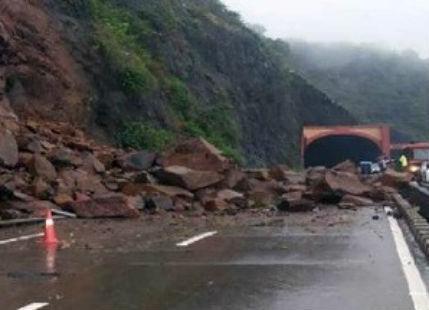 Jammu-Srinagar highway closed as heavy rains lash Kashmir