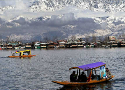 Dal-Lake-in-Kashmir-India