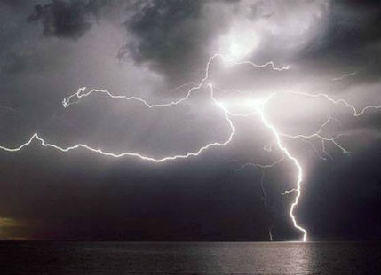 Heavy rain and lightning in bihar