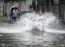Bangladesh braces for Cyclone Mora landfall