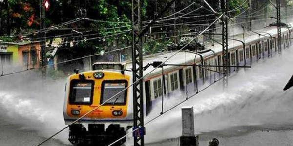 Mumbai Monsoon Traffic Snarls Due To Heavy Rains Train