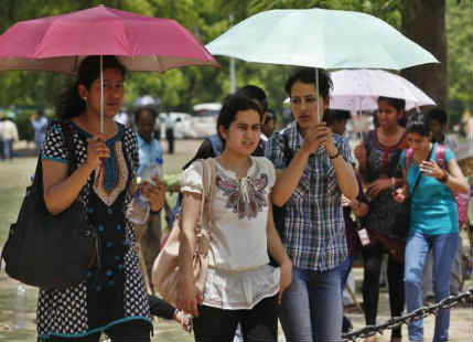 Warm and dry weather in Delhi