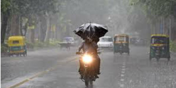 Delhi crawls as heavy rain throws out city traffic out of gear