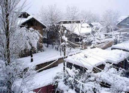 Jammu Srinagar highway shut as heavy snow blankets Kashmir, Himachal