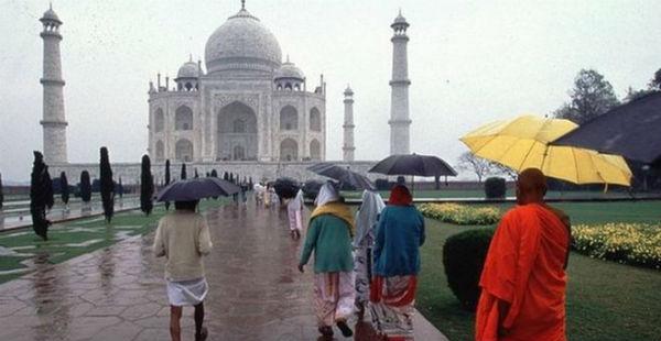 Agra Rain_Rain Taj Mahal