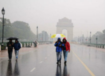Delhi Rain-at-india-gate