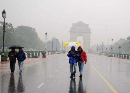 Delhi Rain-at-india-gate