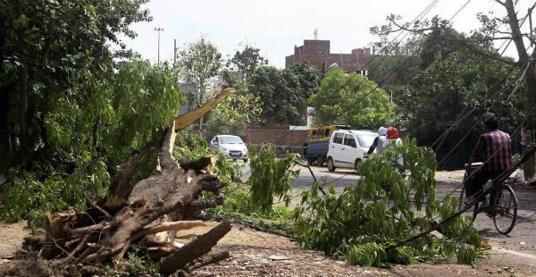 Dust-storm and thunderstorm in Bihar