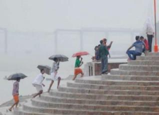 Rain-in-Varanasi_DNA-India-1200
