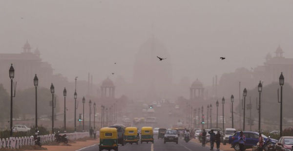 Gadkari to hold meet as pollution chokes Delhi