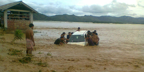 Floods in Manipur, Mizoram wreak havoc; no relief expected