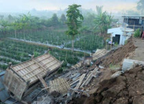 Earthquake of 6.4 Magnitude with 60 aftershocks in Lombok, Indonesia kills 10