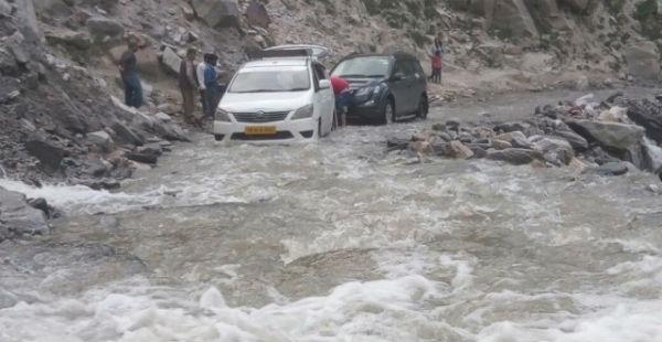 Heavy_rainfall_in_Himachal_Pradesh--Sanjeevani Today 600