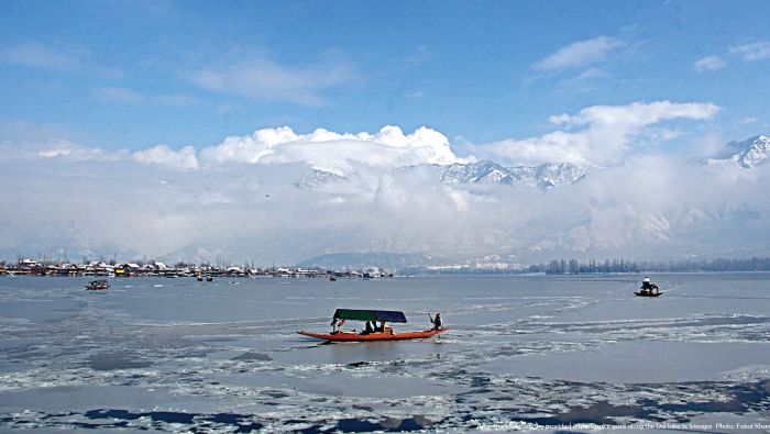 After-snowfall-clear-sky-provided-a-spectacular-gaze-along-the-Dal-lake-in-Srinagar
