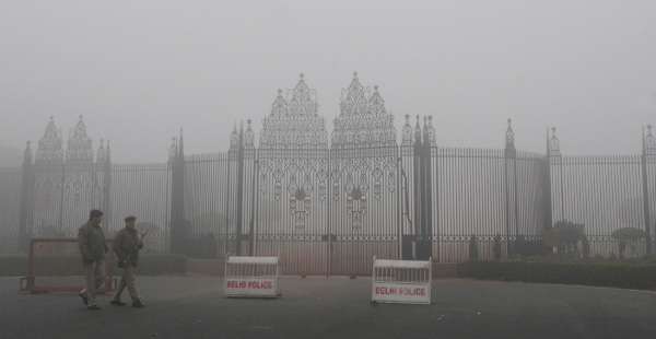 Fog in Delhi_Photo Division 600