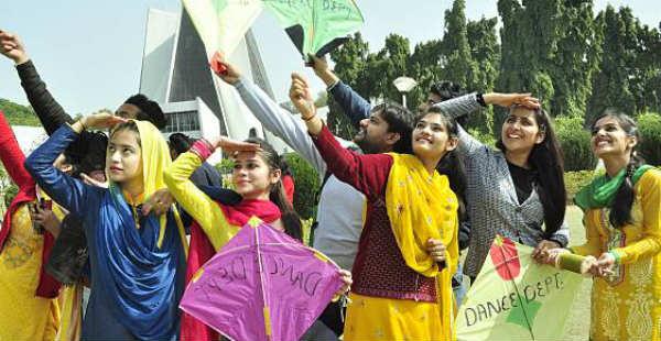 Kite Flying in Punjab-- Fly 600