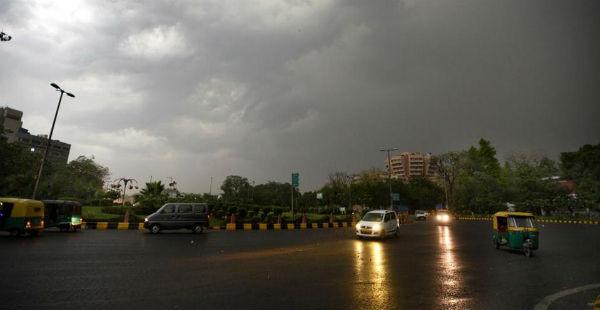 Dust storm and rain in Delhi--Hindustan Times 600