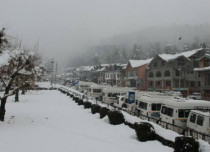 Snowfall-in-valley- The Indian Express 429