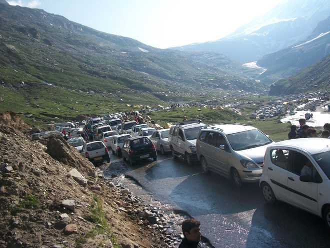 Snow clearance work on Manali-Rohtang highway from March 1 ... |Rohtang Pass Weather