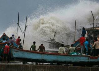 Cyclone Vayu to lash Gujarat