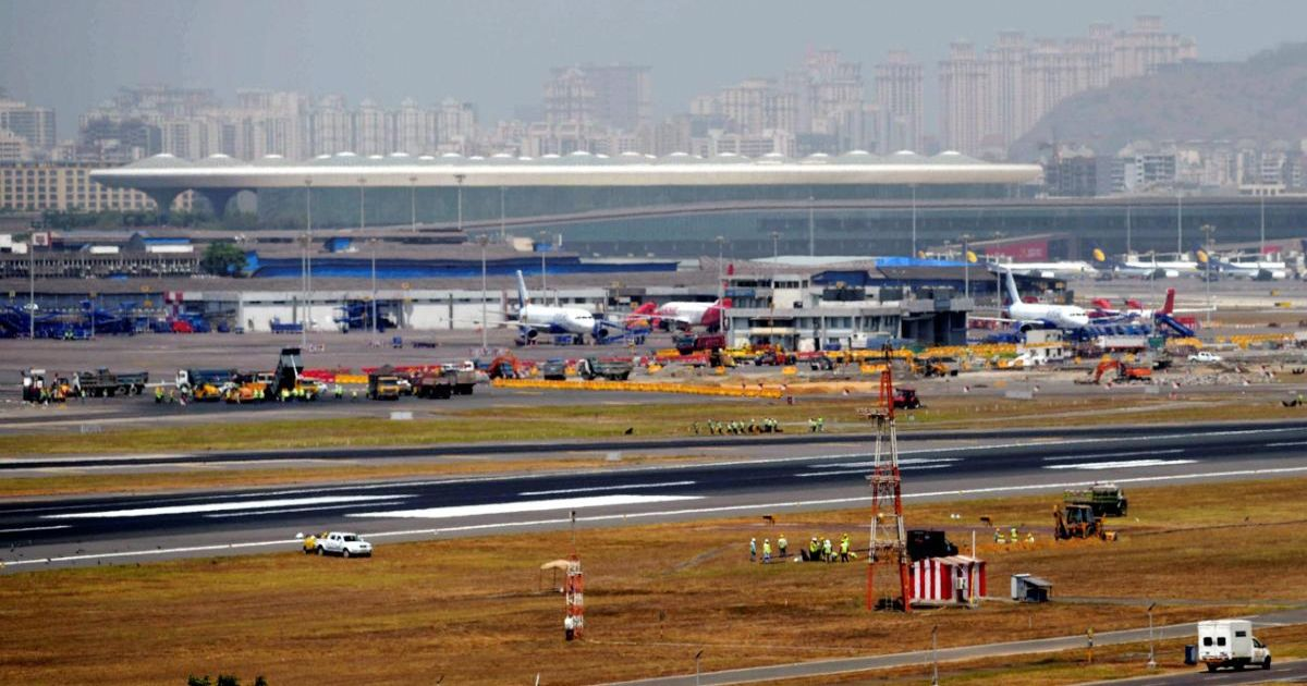 Mumbai rains_ Flight cancelled and diverted