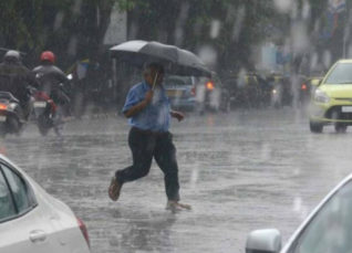 Cyclone Vayu: Rain in Mumbai
