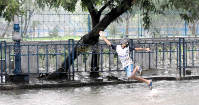 Light Monsoon Rains in Kolkata