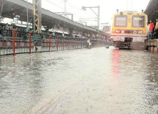 Thane-station- Mumbai Rains-The Indian Express 1200
