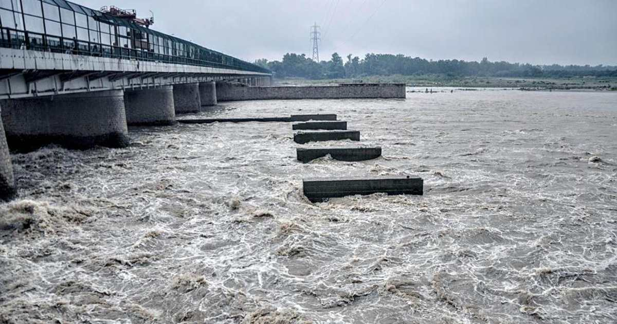 Yamuna river touches the danger mark