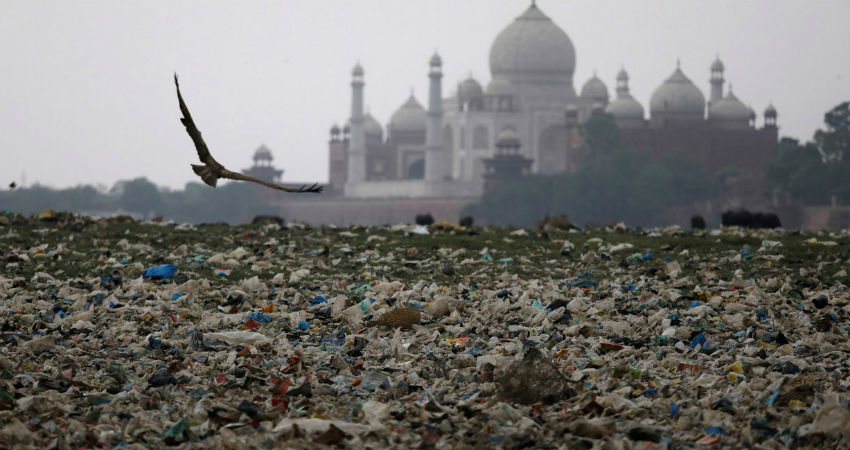 Taj Mahal pollution