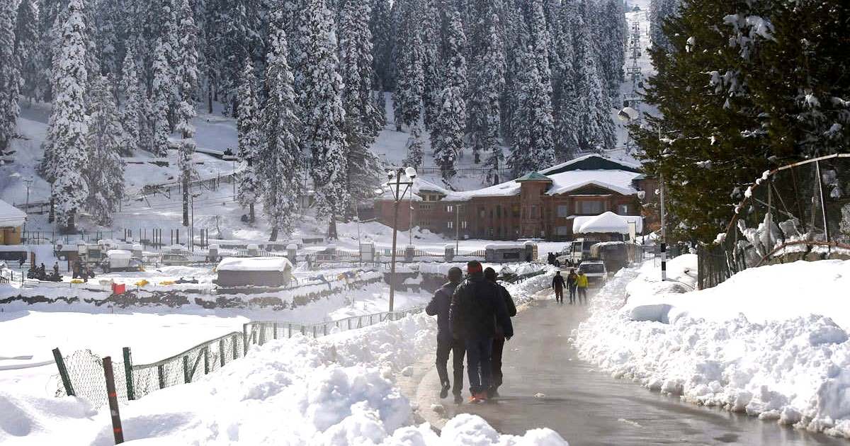 Heavy snowfall in Kashmi