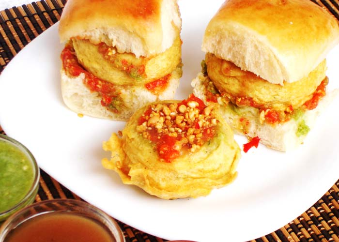 Maharashtra: Vada Pao Bun with aloo patty inside